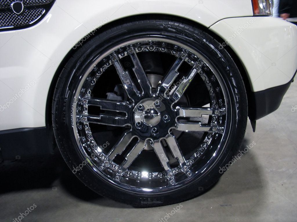 Some really big rims - plenty of bling bling here... — Stock Photo #8946388