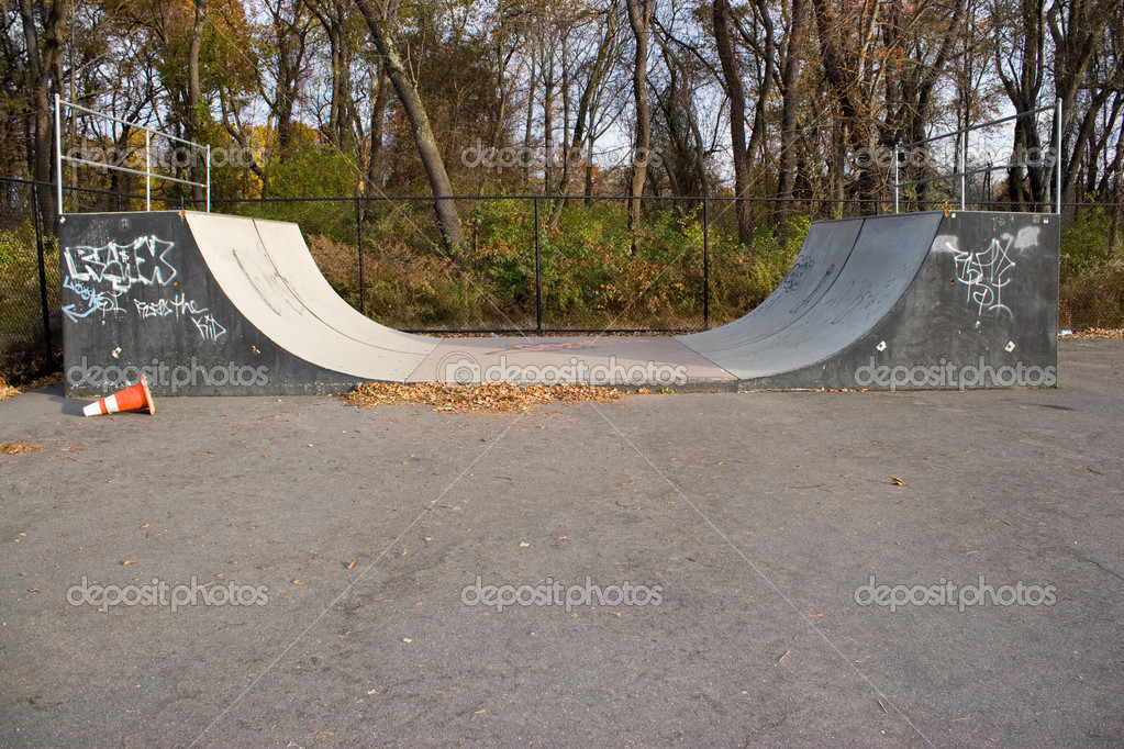 skate park halfpipe photographie arenacreative 8947883. Black Bedroom Furniture Sets. Home Design Ideas