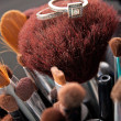 Wedding Rings On Makeup Brushes — Stockfoto