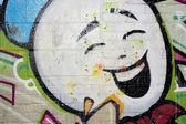 Visage heureux rue graffiti — Photo