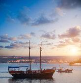 красивый вид на залив с лодками — Стоковое фото