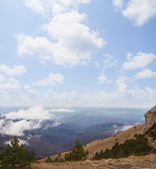 Cloudy Crimean weather in mountains — Stock Photo