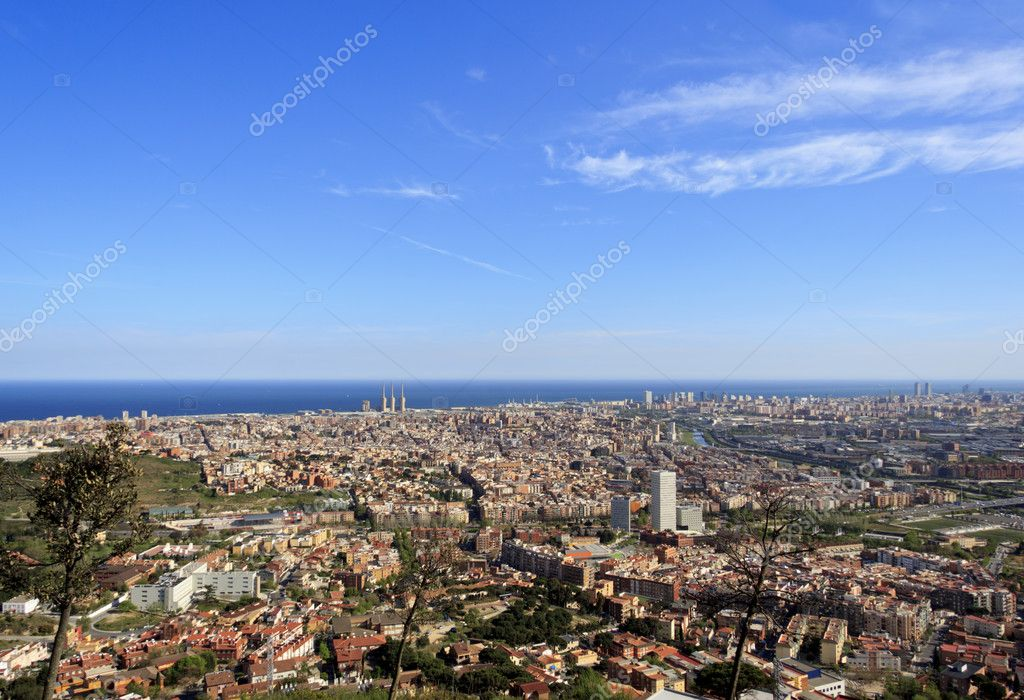 Spectacular panoramic view of the city of Barcelona — Stock Photo #10197782