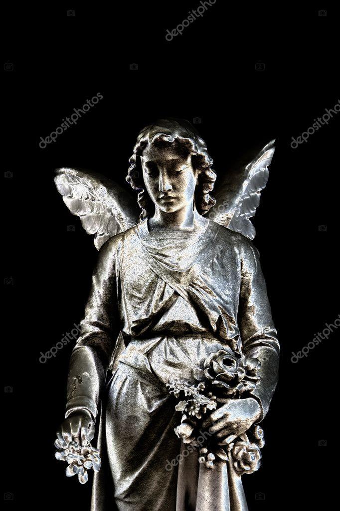 墓地中的天使雕像— 照片作者