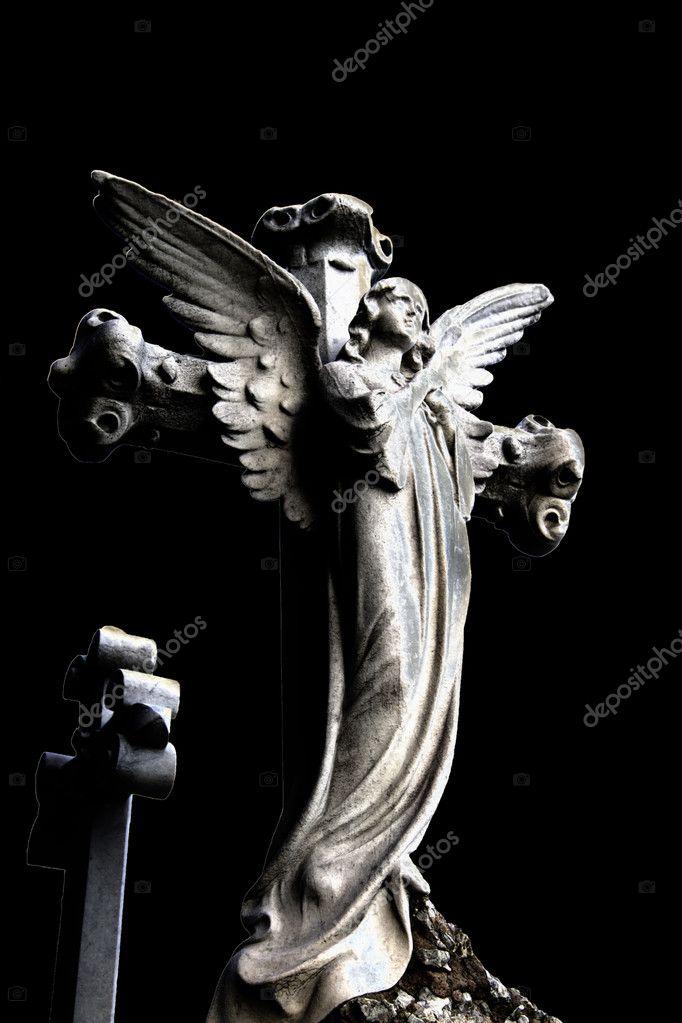 墓地中的天使雕像 — 照片作者
