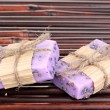 Hand-made lavender soaps on bamboo mat - Stockfoto