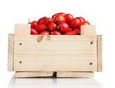 Dojrzałe wrzośca w drewniane pudełko na białym tle — Zdjęcie stockowe