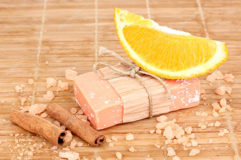 Hand-made natural soap on wooden mat — Stock Photo #10014914