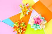Colorfull origami kusudamas na světlé pozadí — Stock fotografie