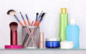 化粧品・ トイレタリーの浴室の棚 — ストック写真