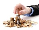 бизнесмен руку положите монеты, изолированные на белом — Стоковое фото