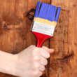 Painting wooden fence with yellow paint - Stockfoto