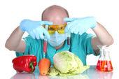 科学家转基因注射入菜 — 图库照片