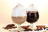 Glazen koffie cocktail op houten tafel — Stockfoto