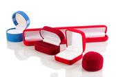 Beyaz izole kırmızı mücevher kutuları — Stok fotoğraf