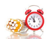 Sigara ile beyaz ip ve fitil isolateed bağlıdır — Stok fotoğraf