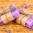 Hand-made lavender soaps on wooden mat - 图库照片