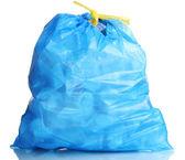 Blauwe vuilniszak met afval geïsoleerd op wit — Stockfoto