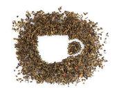 Forma de xícara de chá verde seco isolada no branco — Foto Stock