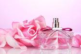 Flakon perfum i pink rose różowy — Zdjęcie stockowe