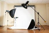 Studio flash en fondo gris — Foto de Stock