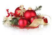 Árvore de Natal bola e verde sobre fundo branco — Fotografia Stock
