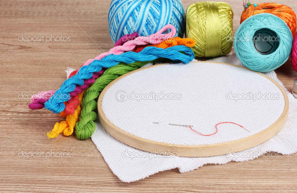 Вышивка и приспособления для вышивки