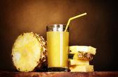 Рineapple juice and pineapple on brown — Stock Photo