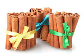 Cinnamon sticks isolated on white — Stockfoto