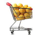 спелые лимоны в корзина, изолированные на белом фоне — Стоковое фото