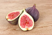 Ripe figs on wooden background — Stock Photo