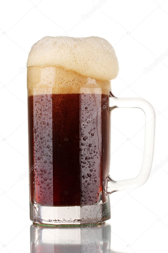 Red beer with the foam in mug isolated on white — Stock Photo #8365541