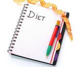 Planificación de la dieta. cuaderno de medición cinta y lápiz aislado en blanco — Foto de Stock