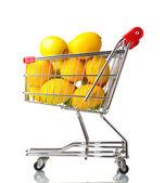Citrons mûrs dans votre panier isolé sur blanc — Photo