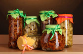 Delicious marinated mushrooms in the glass jars on wooden shelf — Стоковое фото