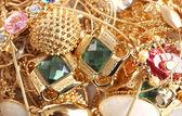 Vari gioielli in oro closeup — Foto Stock