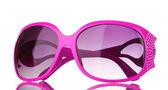 Occhiali da sole rosa donna con diamanti isolati su bianco — Foto Stock