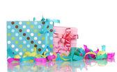 Kleurrijke geschenk zakken en geschenken met serpentine geïsoleerd op wit — Stockfoto