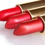 美しい白で隔離される赤い口紅 — ストック写真
