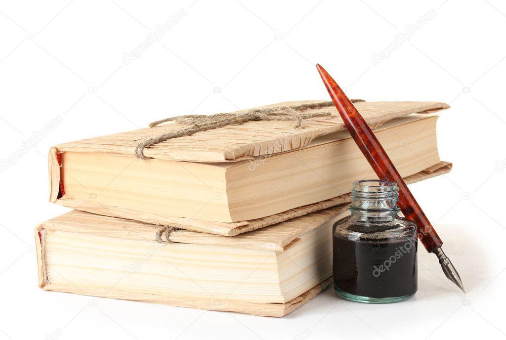 Libros antiguos pluma de tinta y la tinta botella aislado - Libros antiguos valor ...