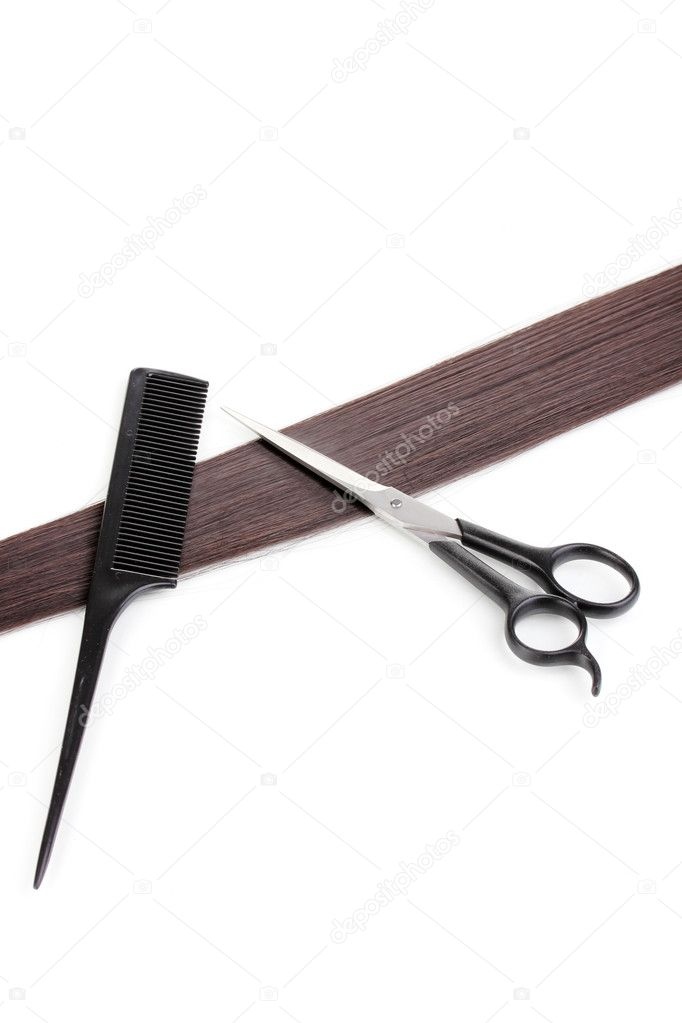 Shiny brown hair with hair cutting shears and comb isolated on white — Lizenzfreies Foto #9334698