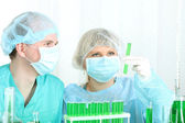 Two scientists working in chemistry laboratory — Stock Photo