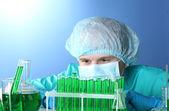 Scientist working in chemistry laboratory — Stock Photo