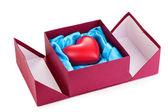 Corazón en caja aislada en blanco — Foto de Stock