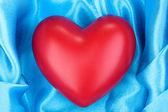 Serce na tkaniny z bliska — Zdjęcie stockowe