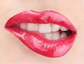 Mooie make-up van glamour rode glans lippen — Stockfoto