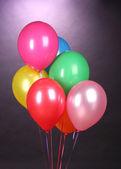 Purole 背景明亮气球 — 图库照片