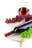 Flasche wein mit weinglas und korkenzieher isoliert auf weiss — Stockfoto