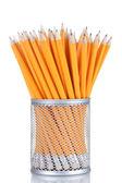 Ołówków w metalowy kubek na białym tle — Zdjęcie stockowe