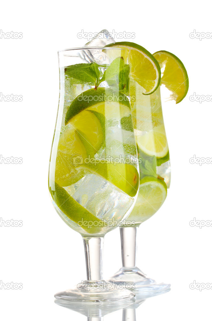 Glasses of cocktail with lime and mint isolated on white — Stock Photo #9984397